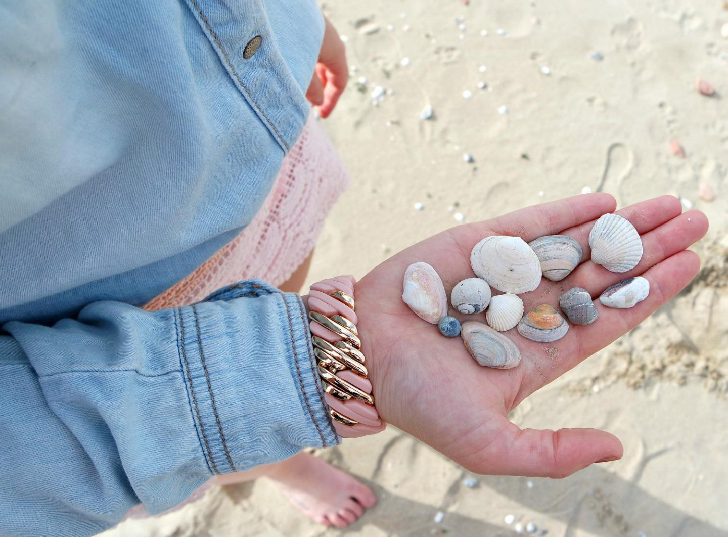 Outfit Pastels at the Beach | details 3