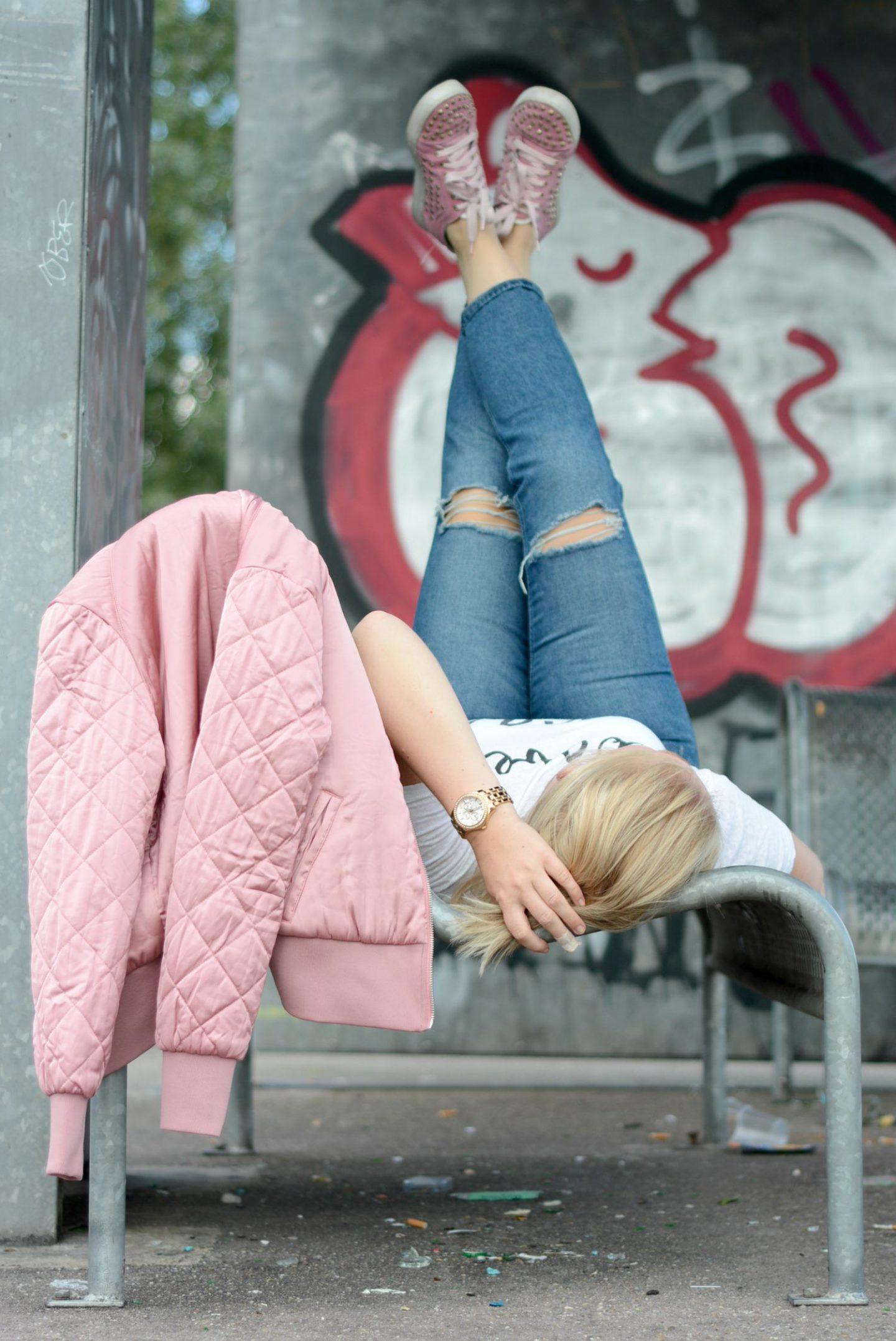 Roze Bomberjack H&M outfit