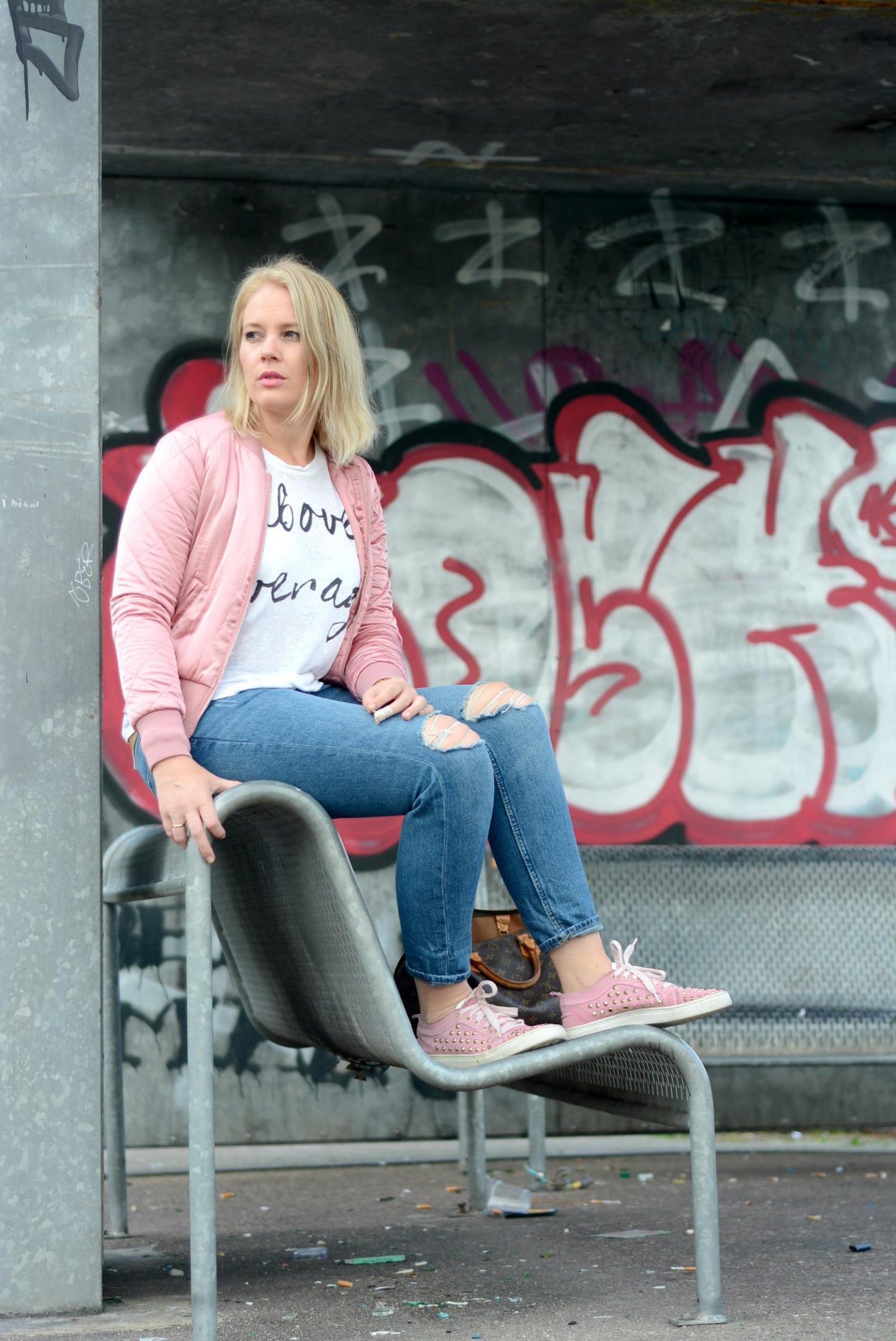 Roze Bomberjack H&M outfit