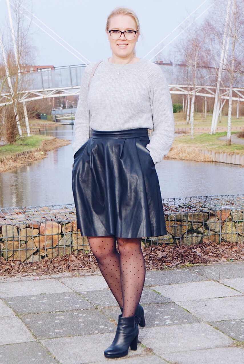 Outfit - Lederen rok costes