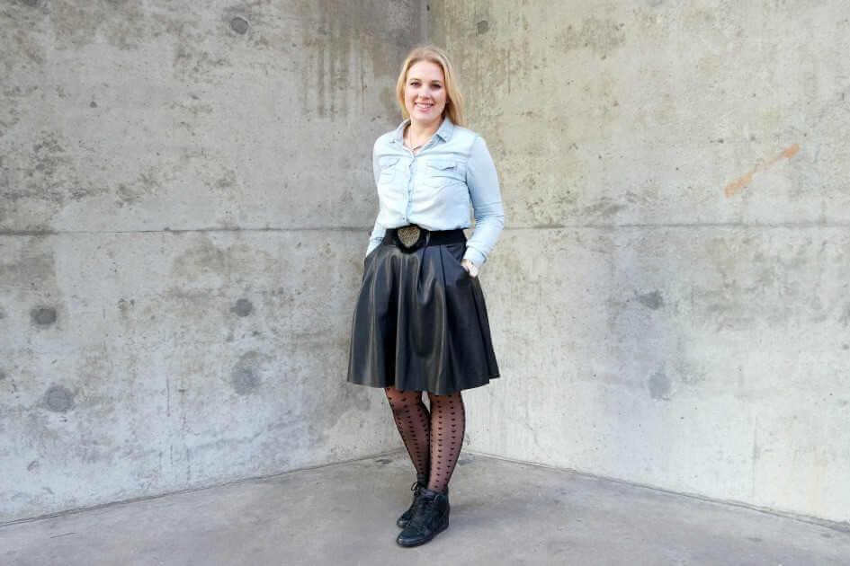 Outfit | Heart of Gold, hartjes panty, lederen rok, spijkerblouse1