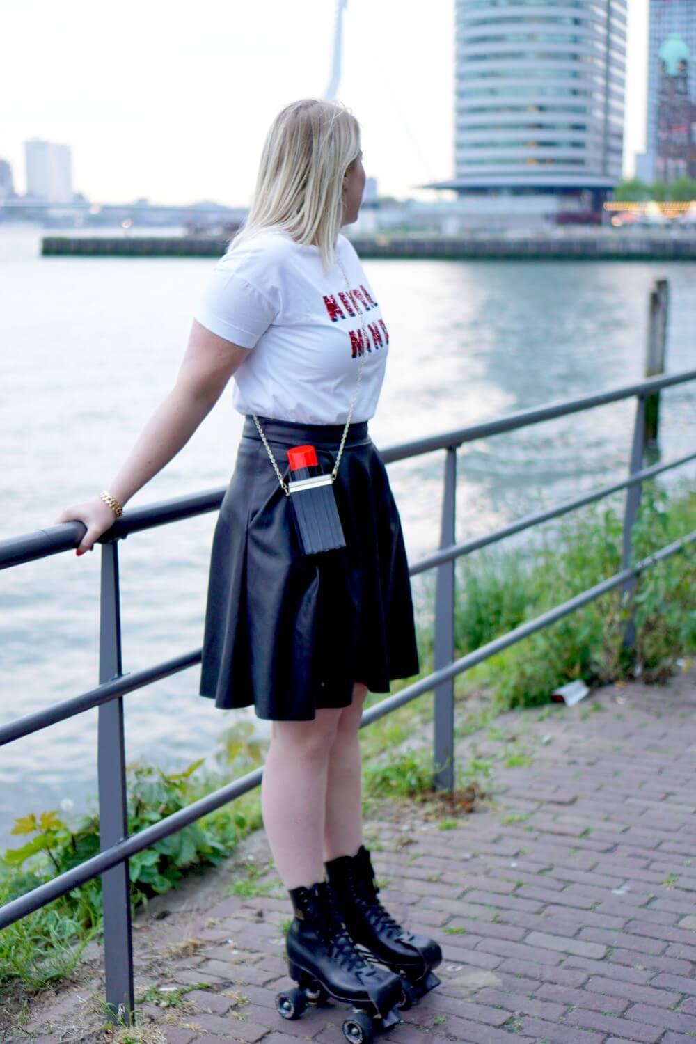 Outfit | Roller skate girl - red lips 3