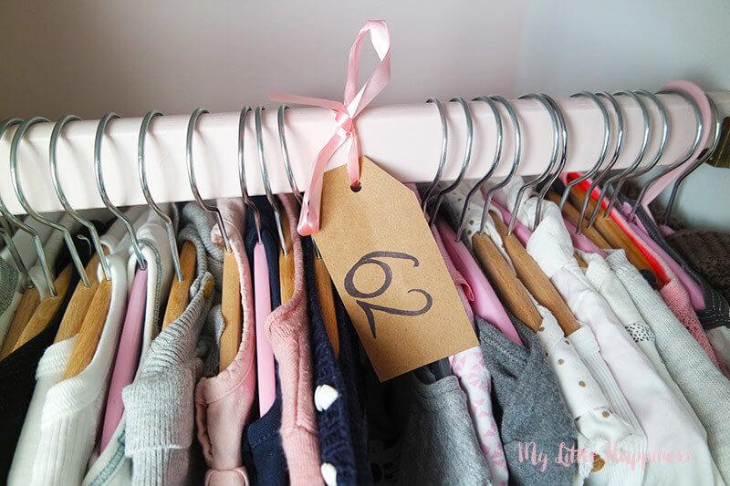 Zelf gemaakte kledinglabels babykamer