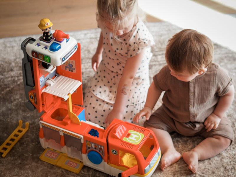 Twee kindjes aan het spelen